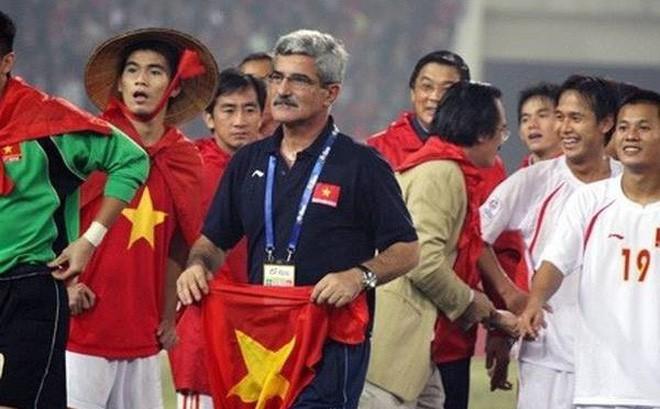 HLV Calisto trở về Việt Nam, trầm trồ với chiến tích của thầy Park - Ảnh 1.