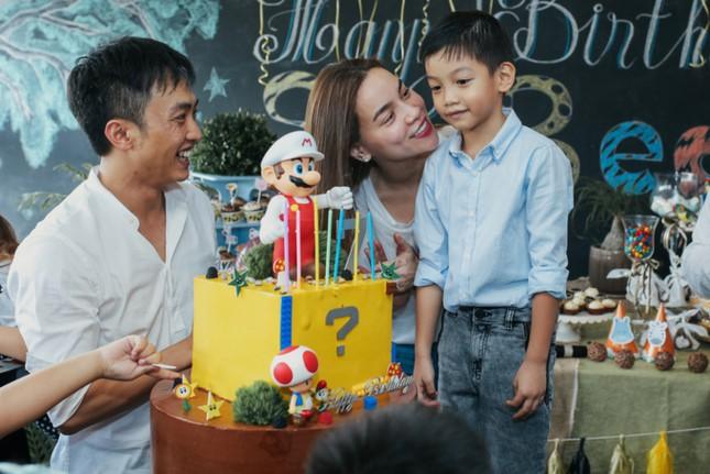 Dù gia đình ly tán, Subeo vẫn được tận hưởng 5 sinh nhật trọn vẹn với sự hiện diện của cả bố lẫn mẹ - Ảnh 6.