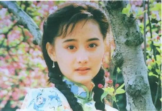 Ngọc nữ phim Quỳnh Dao: Châu Tinh Trì mê mẩn, luôn bị ép đóng cảnh nóng, hết thời đi hát hội chợ - Ảnh 2.