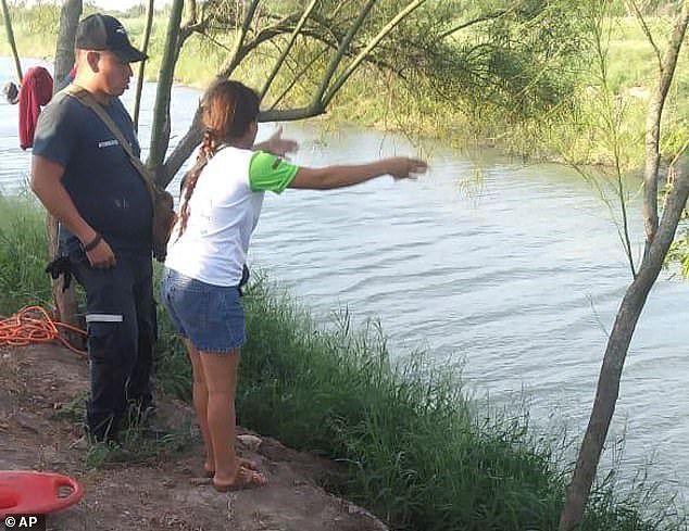 Câu chuyện đằng sau bức ảnh hai cha con nhập cư gục chết bên bờ sông - Ảnh 2.