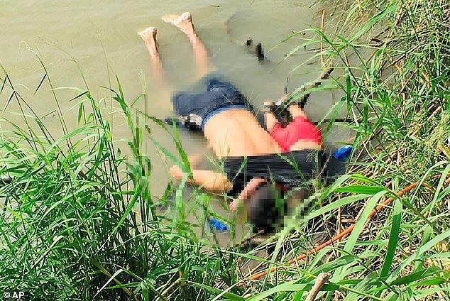 Câu chuyện đằng sau bức ảnh hai cha con nhập cư gục chết bên bờ sông - Ảnh 4.