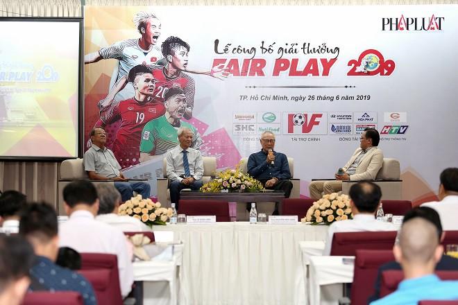 Liên tục cứu mạng cầu thủ, trọng tài Việt được vinh danh ở đề cử Fair Play 2019 - Ảnh 2.