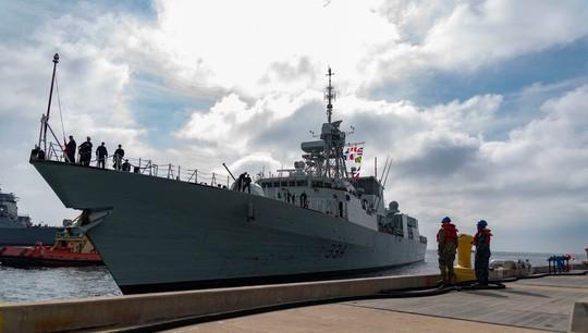 Chiến đấu cơ Trung Quốc áp sát tàu chiến Canada trên biển Hoa Đông - Ảnh 2.