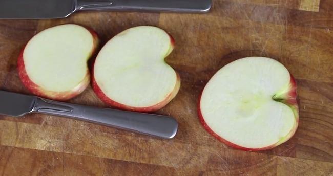 Hô biến trái táo thành thiên nga chỉ với mẹo vặt này, vụng mấy cũng có thể làm được - Ảnh 6.