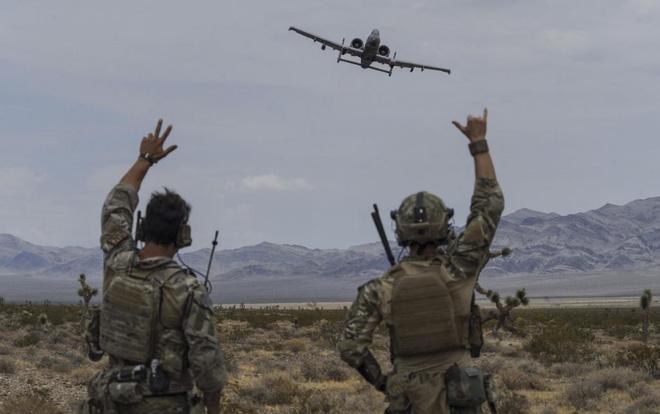 Lợn lòi A-10 sẽ bị thay thế bằng Voi trắng F-35? Sự nuối tiếc của cựu binh Mỹ - Ảnh 1.