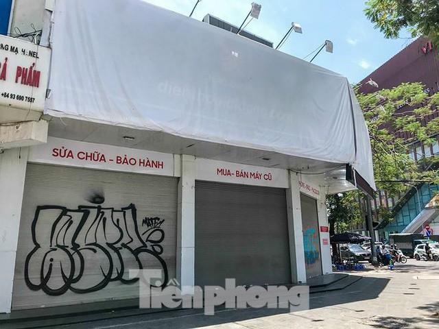 Chuỗi cửa hàng Nhật Cường phủ bạt, che biển sau hơn một tháng ông chủ bỏ trốn - Ảnh 1.