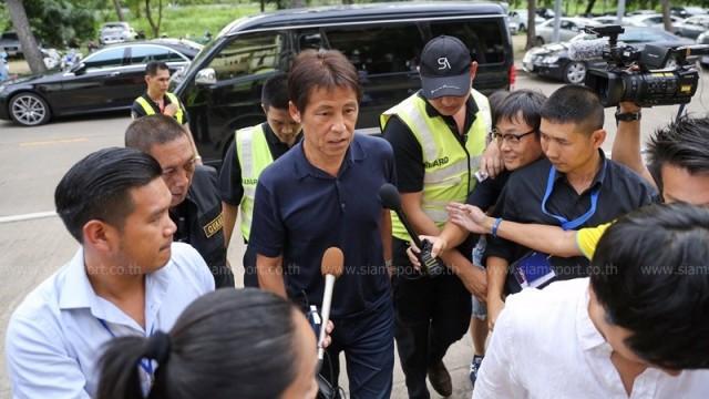 Suýt đưa tuyển Nhật vào tứ kết World Cup, tân HLV trưởng Thái Lan nhận lương bao nhiêu? - Ảnh 1.