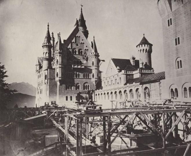 Vua điên xứ Bavaria: Cả đời đắm chìm trong cổ tích ảo mộng, đến cái chết cũng đầy bí ẩn tại tòa lâu đài đẹp nhất châu Âu - Ảnh 6.