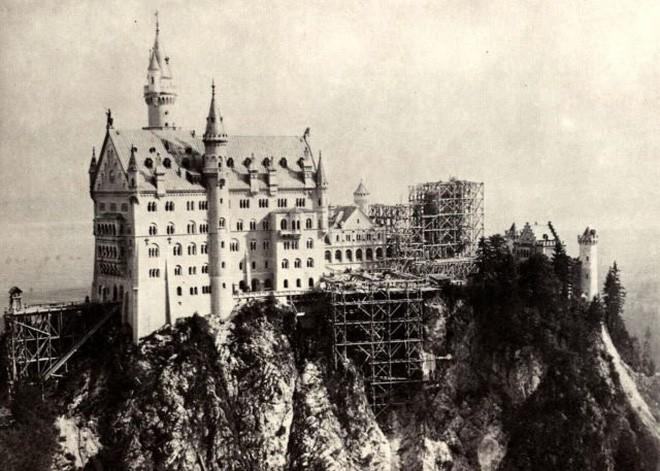 Vua điên xứ Bavaria: Cả đời đắm chìm trong cổ tích ảo mộng, đến cái chết cũng đầy bí ẩn tại tòa lâu đài đẹp nhất châu Âu - Ảnh 7.