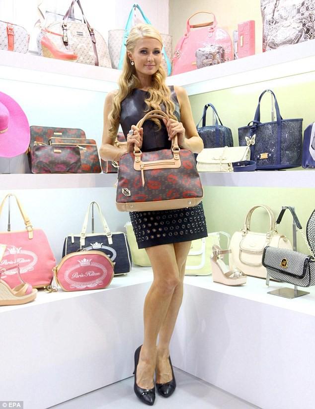 Paris Hilton: Tiểu thư triệu USD hết thời, chảnh chọe khiến toàn bộ báo chí tức giận bỏ về - Ảnh 9.
