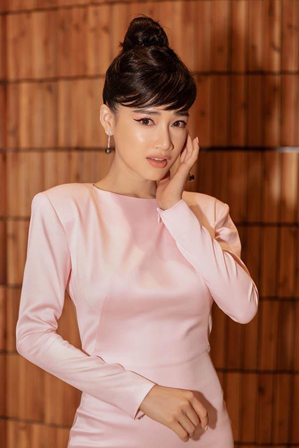 Nhã Phương mặc sexy, đeo trang sức cả tỷ đồng khi làm vợ Trường Giang - Ảnh 10.
