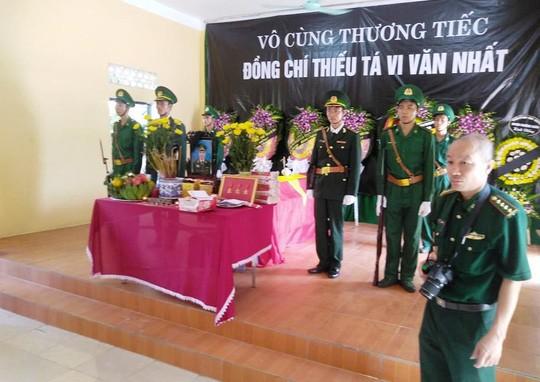 Lặng người trong tang lễ thiếu tá biên phòng hi sinh khi truy bắt tội phạm ma túy - Ảnh 1.