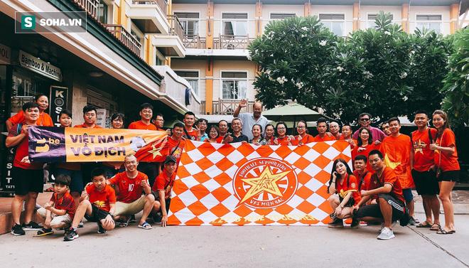 CĐV Việt Nam sẵn sàng phủ đỏ Chang Arena, tiếp lửa ĐT Việt Nam tại Kings Cup - Ảnh 1.