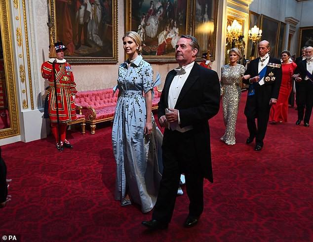 Cuộc đọ sắc được mong chờ nhất đã diễn ra: Công nương Kate và Ivanka Trump lần đầu tiên chạm trán nhau với hai phong cách hoàn toàn khác biệt - Ảnh 3.
