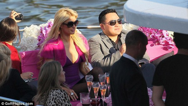 Paris Hilton: Tiểu thư triệu USD hết thời, chảnh chọe khiến toàn bộ báo chí tức giận bỏ về - Ảnh 8.
