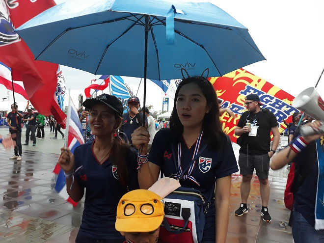 CĐV Việt Nam gửi thông điệp ý nghĩa tới Thái Lan trước trận khai màn King Cup - Ảnh 4.
