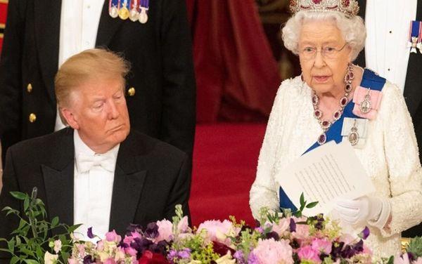 Tranh cãi chuyện ông Trump liệu có ngủ gật khi Nữ hoàng Elizabeth phát biểu nóng mạng xã hội - Ảnh 1.