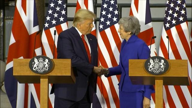 Bất ngờ kẻ dám chặn xe Quái thú của Tổng thống Trump ngay trước mắt Thủ tướng Anh - Ảnh 4.