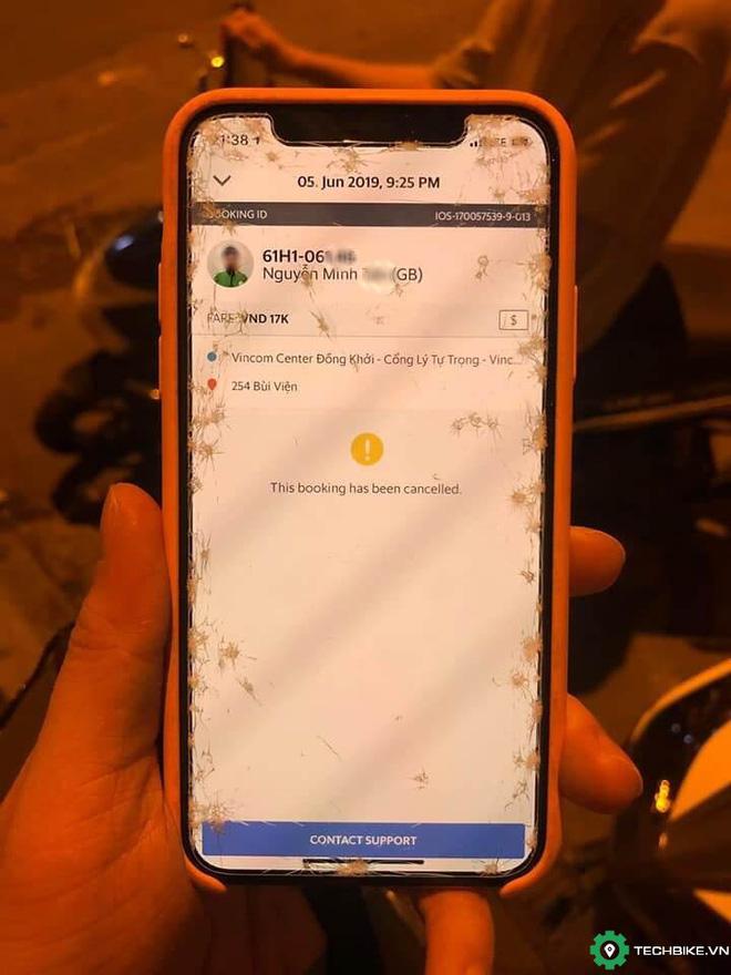 Nam sinh viên chạy GrabBike bị tố cướp giật điện thoại rồi xô ngã nữ hành khách người Nga xuống đường phố Sài Gòn - Ảnh 2.