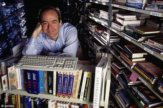 Câu chuyện 2 chiếc lò sưởi với tên gọi Những kẻ mộng mơ và Thợ xây trong thư viện của Jeff Bezos và bài học cho những ai đang thấy bế tắc trong cuộc sống - Ảnh 1.