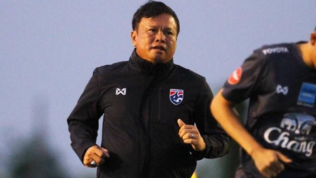Bị CĐV đòi sa thải, HLV tuyển Thái Lan chính thức lên tiếng về tương lai - Ảnh 2.