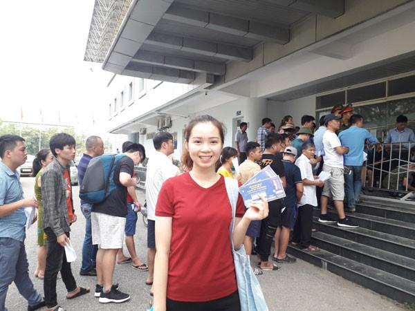 U23 Việt Nam đấu U23 Myanmar: Giá vé chợ đen tăng phi mã, gấp gần 5 lần giá gốc - Ảnh 2.