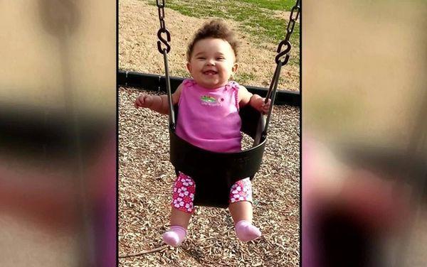 Bé 11 tháng tuổi tử vong vì bố mẹ bỏ quên trong ô tô suốt 15 tiếng giữa trời nóng - Ảnh 1.