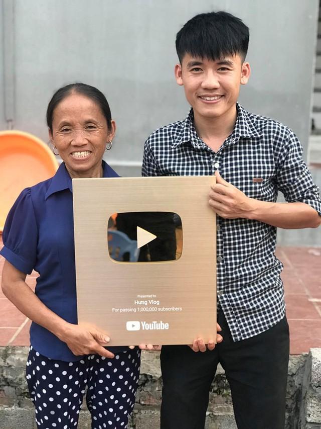 Kênh YouTube Bà Tân Vlog đã được bật kiếm tiền, thu nhập mỗi tháng 300 triệu không còn xa? - Ảnh 1.