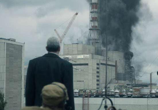 Nhờ series cực ăn khách của HBO, khách du lịch xếp hàng nườm nượp đến thăm thành phố ma Chernobyl - Ảnh 2.