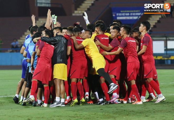 U23 Việt Nam đấu U23 Myanmar: Giá vé chợ đen tăng phi mã, gấp gần 5 lần giá gốc - Ảnh 4.