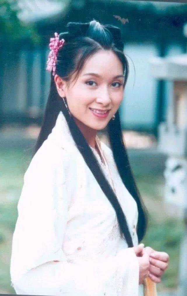 Bạn gái Châu Tinh Trì: Lộ ảnh nóng, bị vợ đại gia đánh ghen, U50 sống cô độc - Ảnh 2.