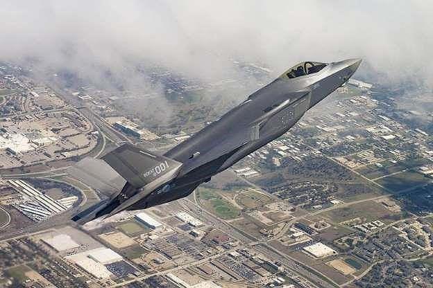 Mỹ sẽ dùng vũ khí nào thuyết phục Ấn Độ từ bỏ S-400? - Ảnh 1.