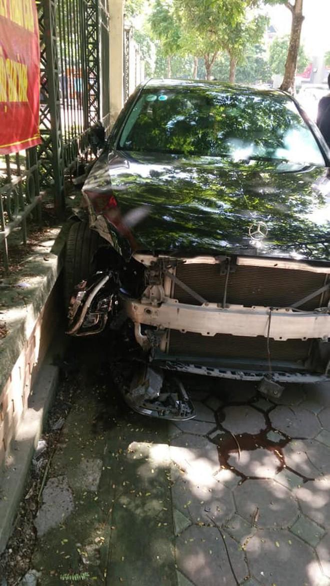 Công an điều tra vụ nữ tài xế mất lái, lao lên vỉa hè rồi đâm trúng cụ bà mua phế liệu - Ảnh 3.