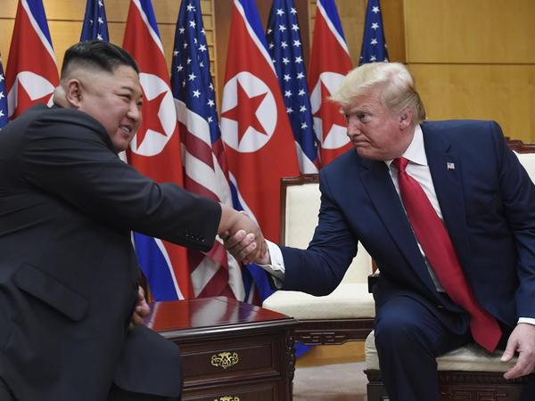 20 bước chân sang đất Triều Tiên của ông Trump: Lịch sử hay chương trình truyền hình thực tế? - Ảnh 2.