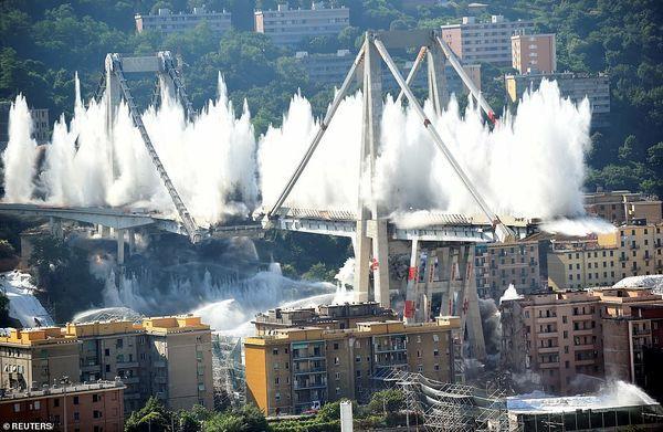 Cận cảnh phá hủy cây cầu cao tốc trong 7 giây - Ảnh 5.