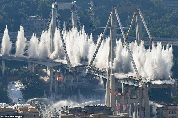 Cận cảnh phá hủy cây cầu cao tốc trong 7 giây - Ảnh 3.