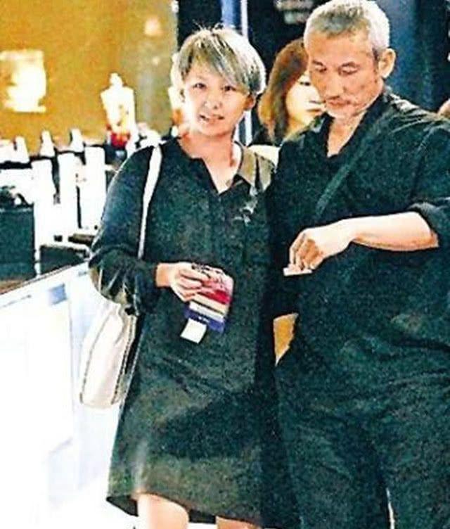 Đạo diễn nổi tiếng sinh tại Việt Nam: Được Châu Tinh Trì nể phục, U70 bỏ vợ theo tình trẻ kém 30 tuổi - Ảnh 10.