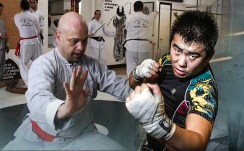 NÓNG: Flores đã tới võ đường của Từ Hiểu Đông ở Bắc Kinh, sẵn sàng tỉ thí võ sĩ MMA - Ảnh 2.