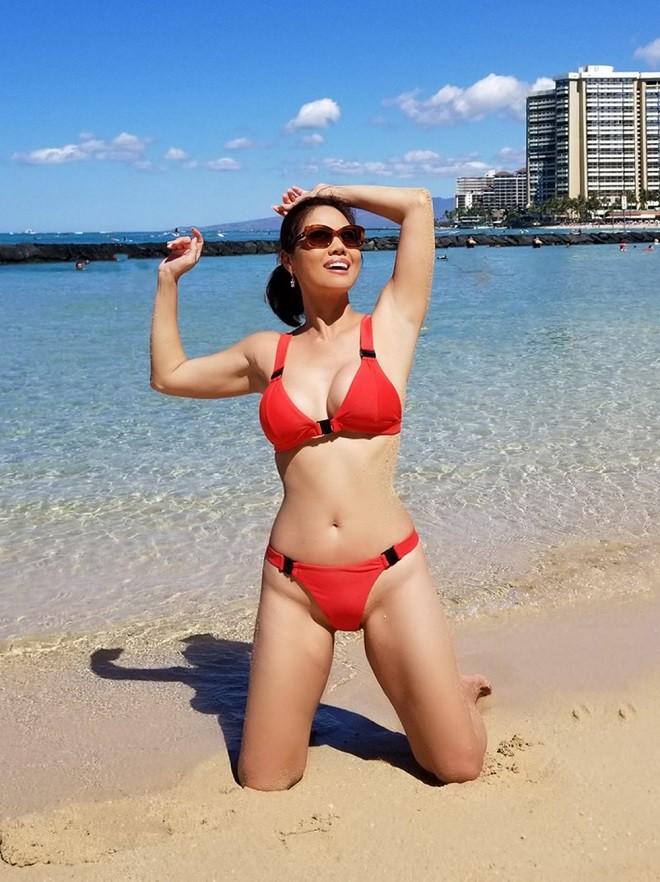 Hồ Lệ Thu diện bikini khoe thân hình nóng bỏng ở tuổi U50 - Ảnh 5.