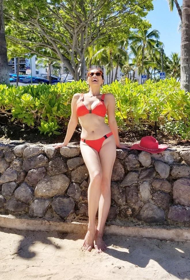 Hồ Lệ Thu diện bikini khoe thân hình nóng bỏng ở tuổi U50 - Ảnh 8.