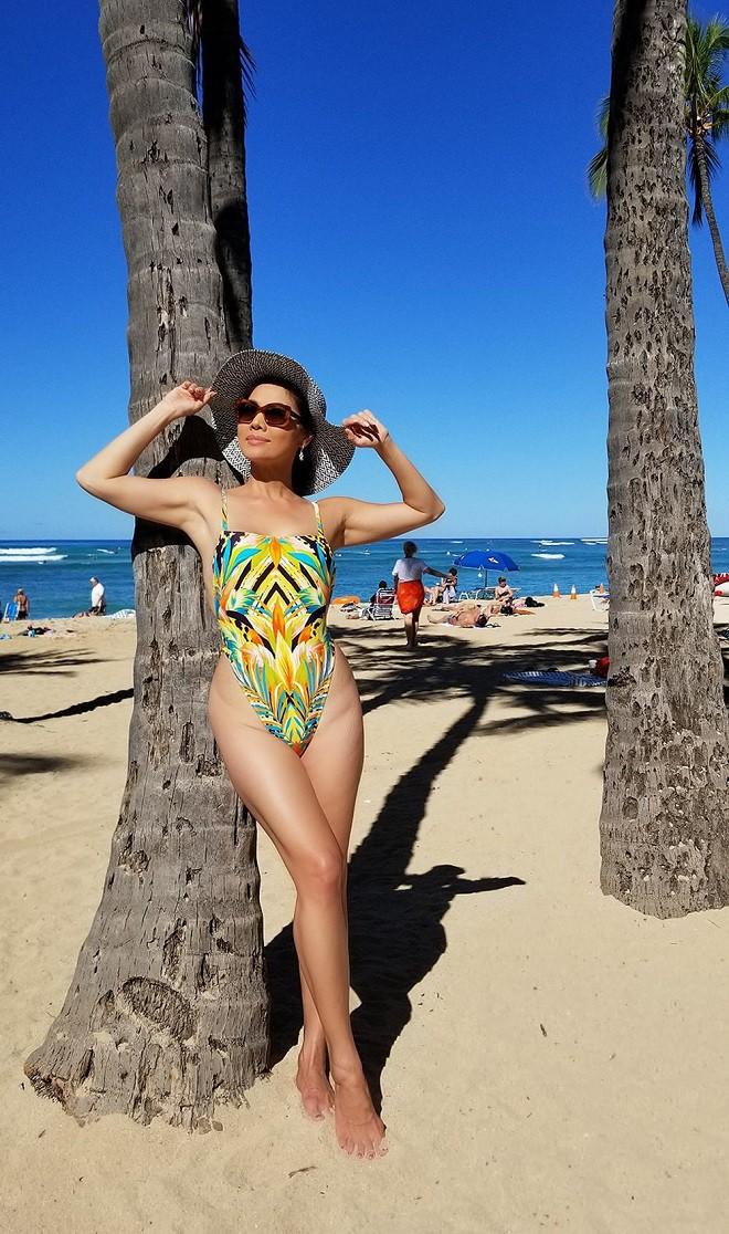 Hồ Lệ Thu diện bikini khoe thân hình nóng bỏng ở tuổi U50 - Ảnh 3.