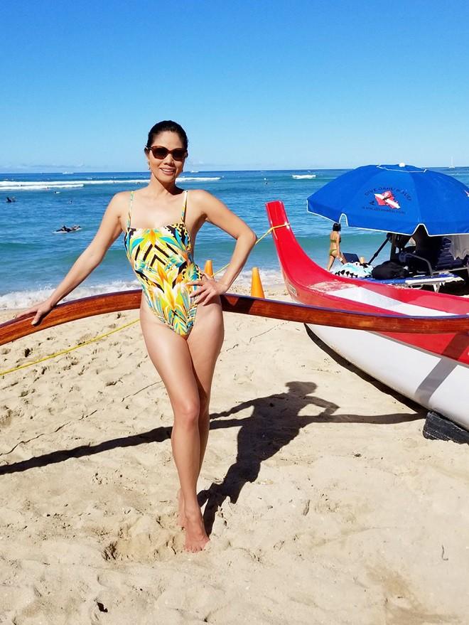Hồ Lệ Thu diện bikini khoe thân hình nóng bỏng ở tuổi U50 - Ảnh 2.