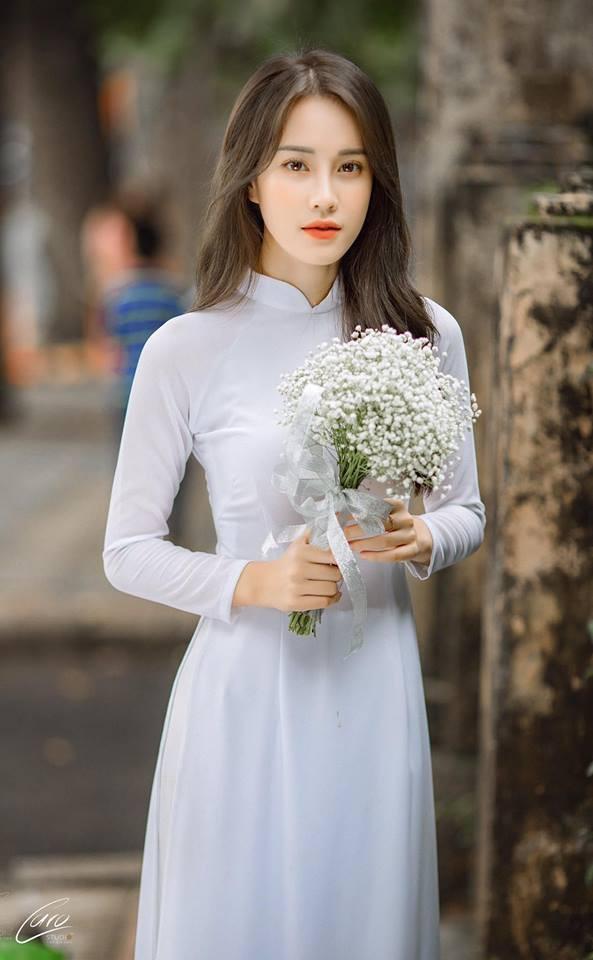 Mặc áo dài trắng được nhận xét giống Chi Pu, cô gái hóa ra là gương mặt quen với thành tích khủng - Ảnh 2.