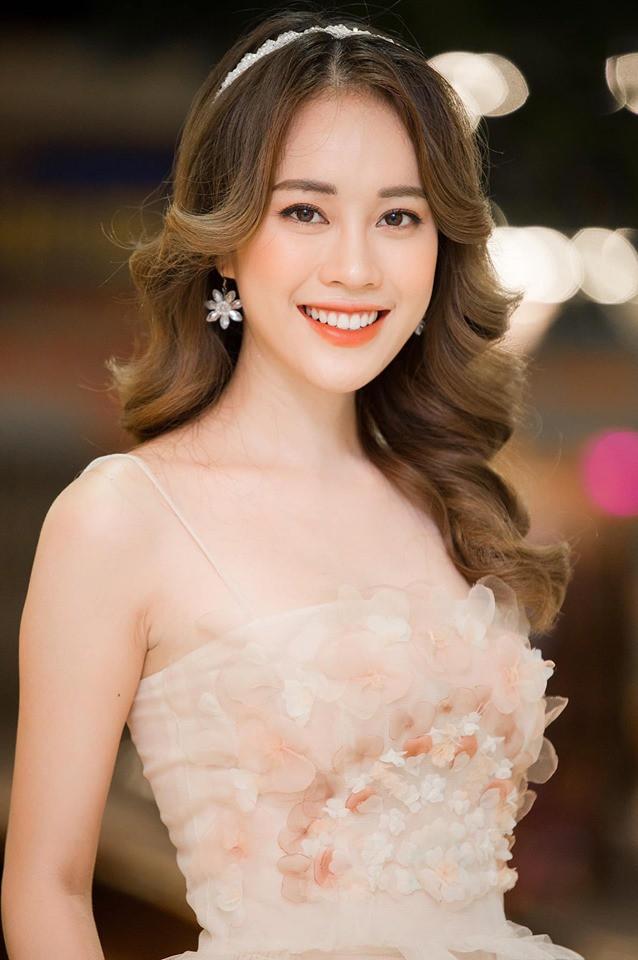 Mặc áo dài trắng được nhận xét giống Chi Pu, cô gái hóa ra là gương mặt quen với thành tích khủng - Ảnh 4.