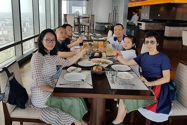 MC Lại Văn Sâm được fan xăm hình trên đầu và phản ứng của con trai - Ảnh 2.