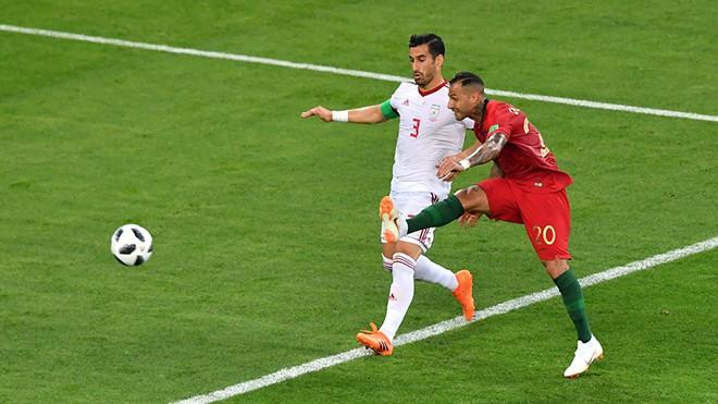 Nhà vô địch Euro 2016 gây xôn xao khi muốn đầu quân cho Hà Nội FC - Ảnh 2.
