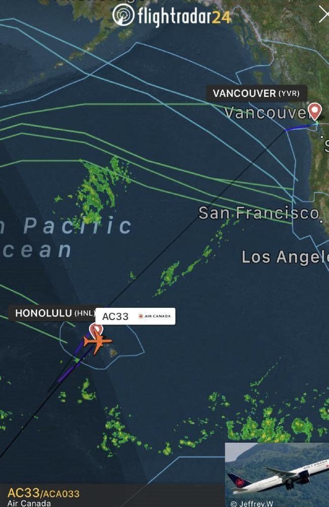 Máy bay chở 284 người rung lắc giữa Thái Bình Dương, phải hạ cánh khẩn - Ảnh 2.