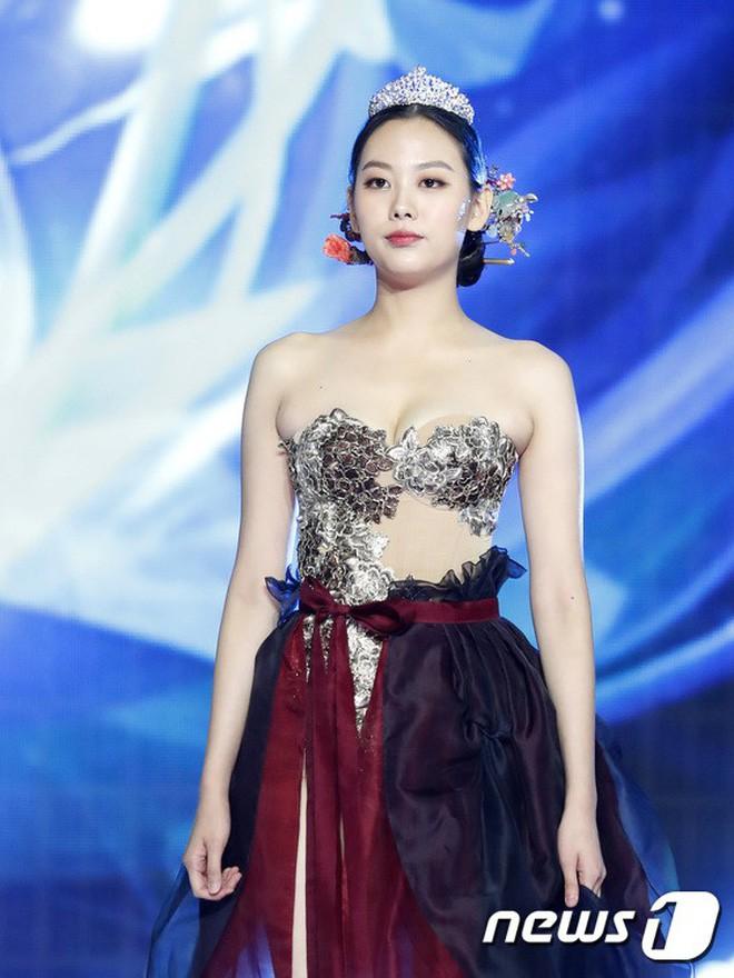 Chung kết Hoa hậu Hàn Quốc 2019 gây bão: Tân Hoa hậu xinh đến mức dìm cựu Hoa hậu, dàn Á hậu đằng sau bị chê mặt nhựa - Ảnh 21.
