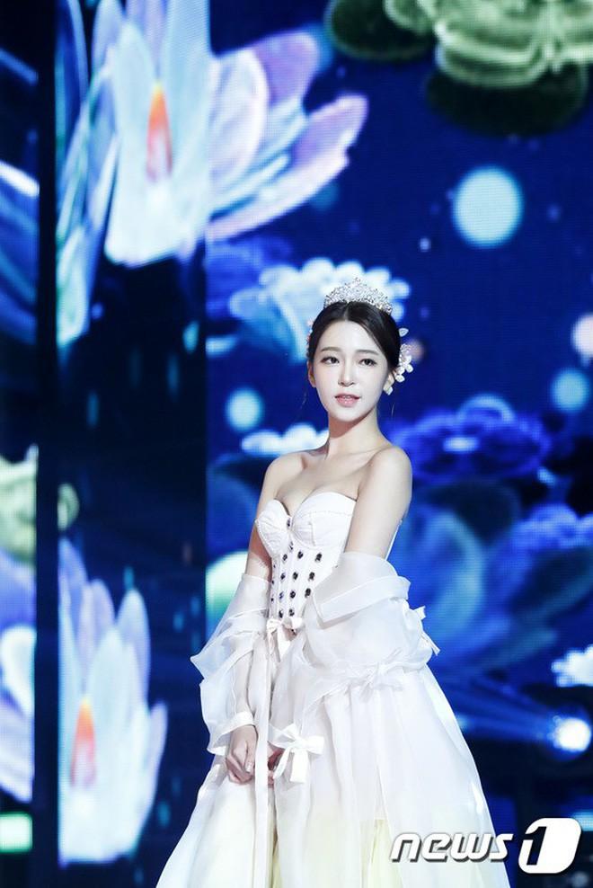 Chung kết Hoa hậu Hàn Quốc 2019 gây bão: Tân Hoa hậu xinh đến mức dìm cựu Hoa hậu, dàn Á hậu đằng sau bị chê mặt nhựa - Ảnh 23.