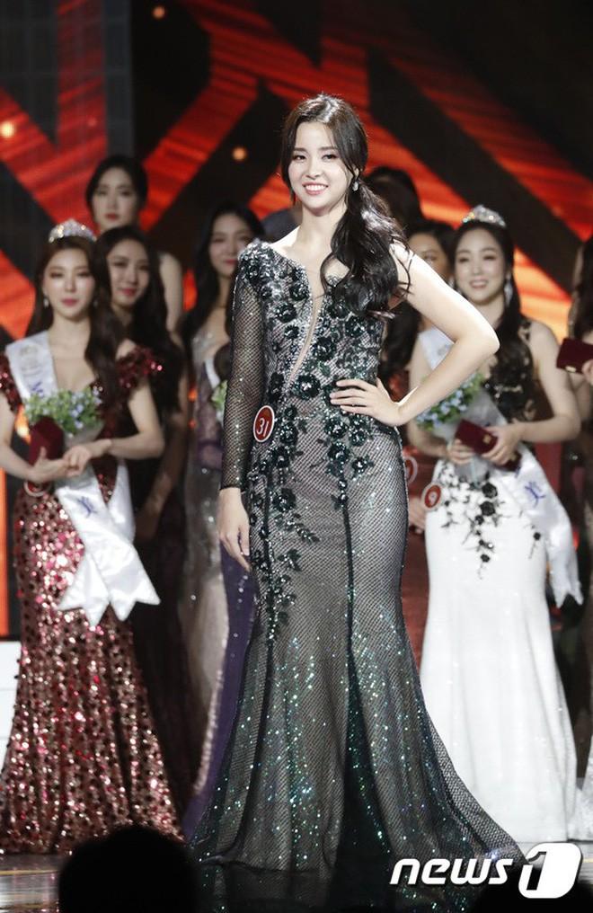 Chung kết Hoa hậu Hàn Quốc 2019 gây bão: Tân Hoa hậu xinh đến mức dìm cựu Hoa hậu, dàn Á hậu đằng sau bị chê mặt nhựa - Ảnh 6.